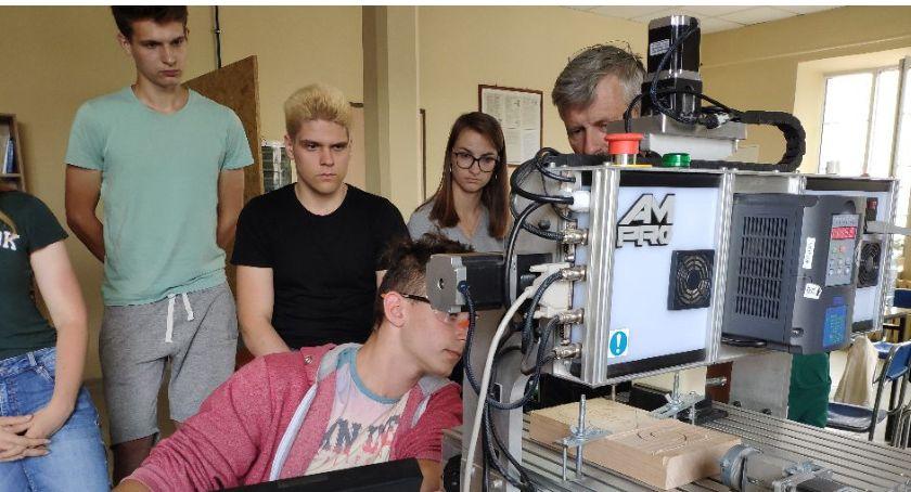Edukacja, Wakacyjny kwalifikacyjny młodzieży Łowiczu - zdjęcie, fotografia