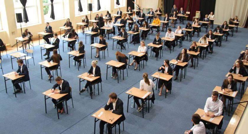 Edukacja, Matura Łowickiem szkoły procentową zdawalnością - zdjęcie, fotografia
