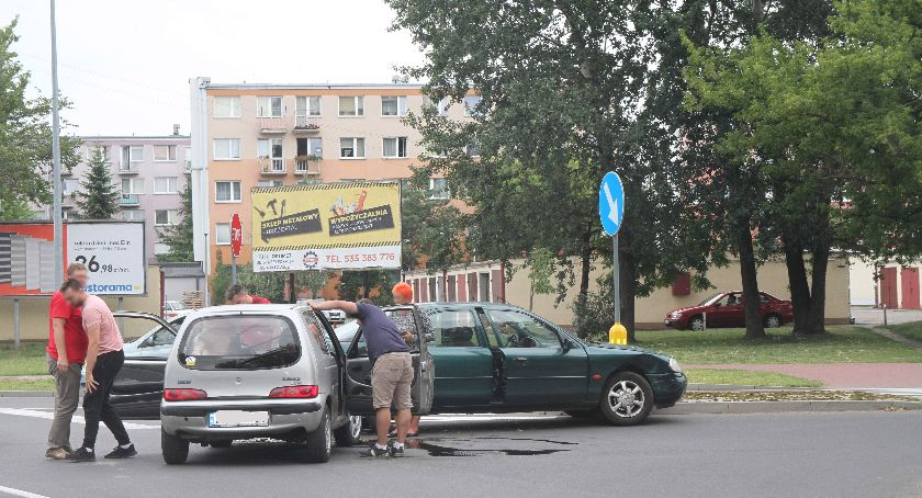 Wypadki i kolizje, Kolejna kolizja skrzyżowaniu Ułańskiej Topolową - zdjęcie, fotografia