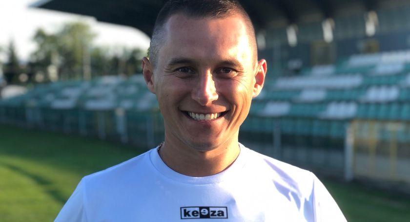 Piłka nożna, Maciej Wyszogrodzki nowym nabytkiem Pelikana - zdjęcie, fotografia