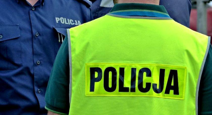 Komunikaty policji , Odpowiedzą kradzież alkoholu jednym łowickich marketów - zdjęcie, fotografia