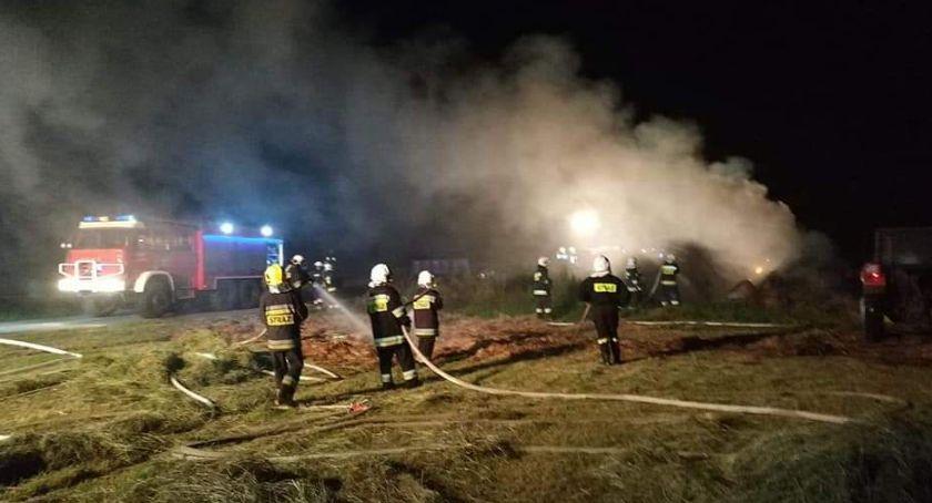 Straż Pożarna, Paliła sterta słomy Zawadach - zdjęcie, fotografia