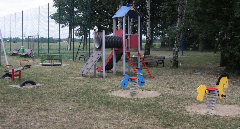 Urząd Miejski, Ratusz prawie doposażenie siłowni plenerowych placów zabaw Łowiczu - zdjęcie, fotografia