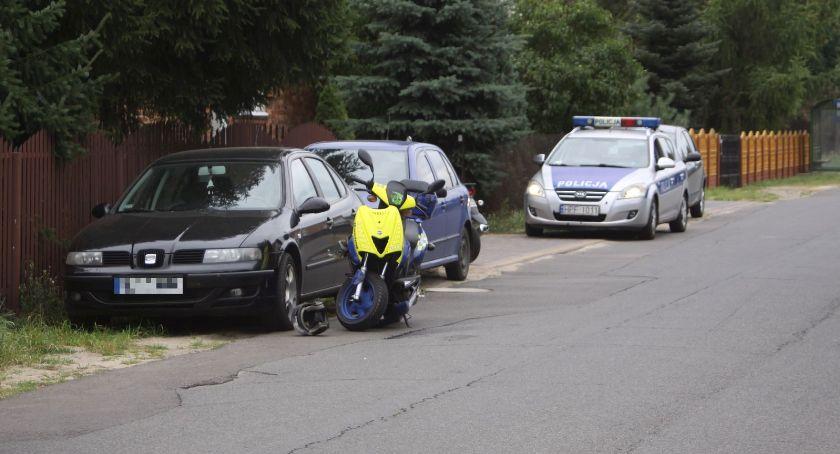 Wypadki i kolizje, letni kierowca skutera ucierpiał zderzeniu zwierzęciem Łowiczem - zdjęcie, fotografia