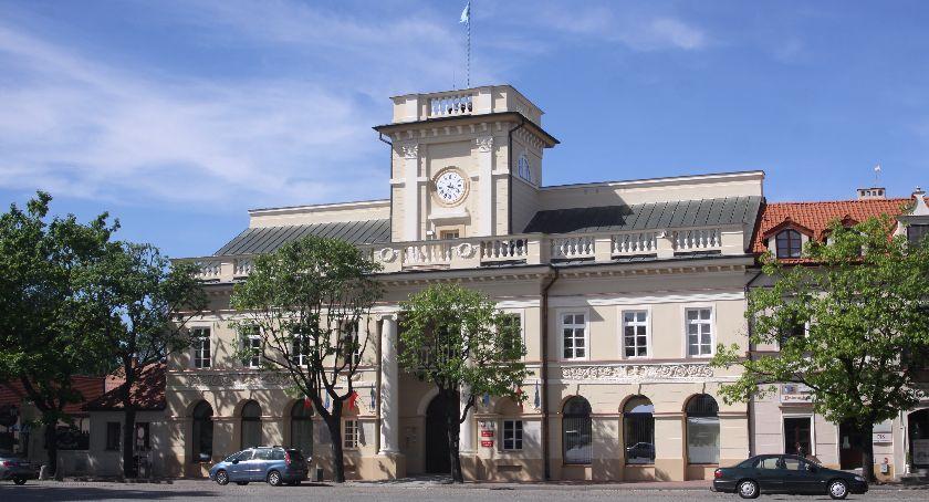 Urząd Miejski, Dotacja montaż kolektorów słonecznych nabór uzupełniający mieszkańców Łowicza - zdjęcie, fotografia