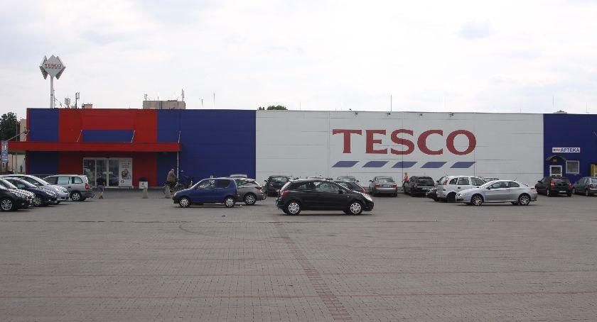 Gospodarka, Wyprzedaże Tesco sklep Łowiczu zostanie zlikwidowany - zdjęcie, fotografia