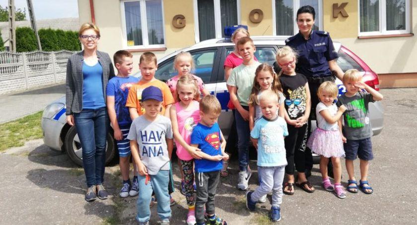 Komunikaty policji , Dzieci spotkały policjantką Bobrownikach - zdjęcie, fotografia