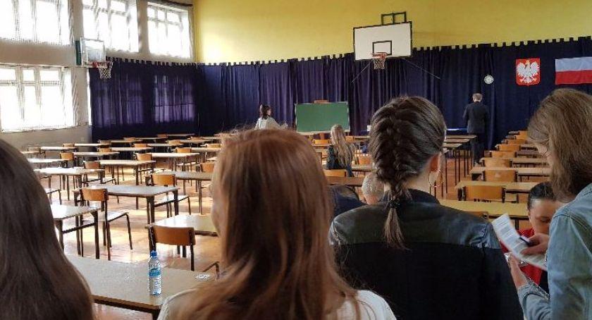 Edukacja, Zaczęły matury poprawkowe - zdjęcie, fotografia