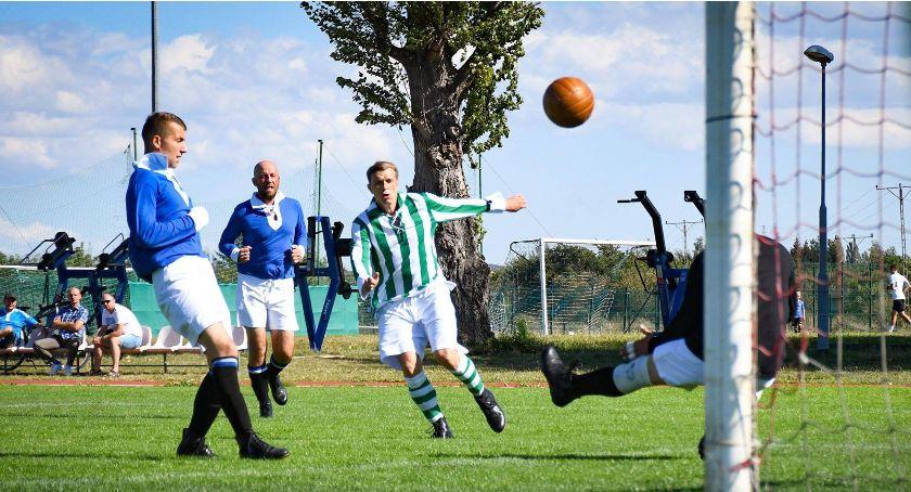 Piłka nożna, Wysoka porażka Łowicz Retro Lidze - zdjęcie, fotografia