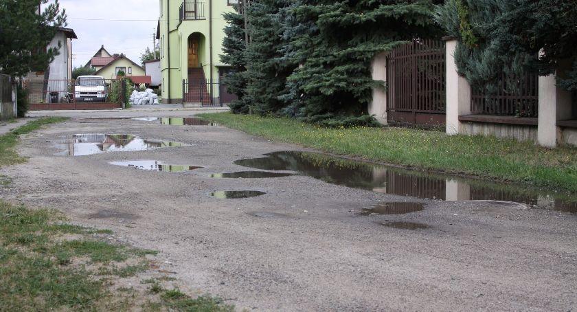 Inwestycje, oferty przetargu przebudowę trzech dróg gruntowych Łowiczu - zdjęcie, fotografia