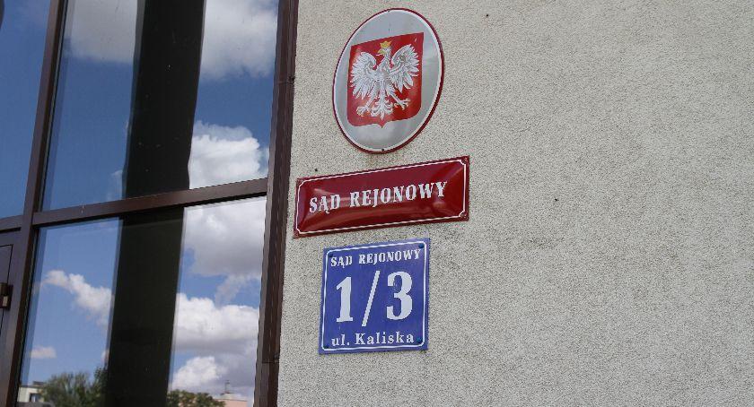 Z sali rozpraw, Łowicz mężczyzna zasłabł rozpraw Pracownicy sądu uratowali życie - zdjęcie, fotografia