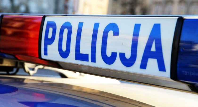 Wypadki i kolizje, Łowicz pijany sztok latek wjechał autem drogowy - zdjęcie, fotografia