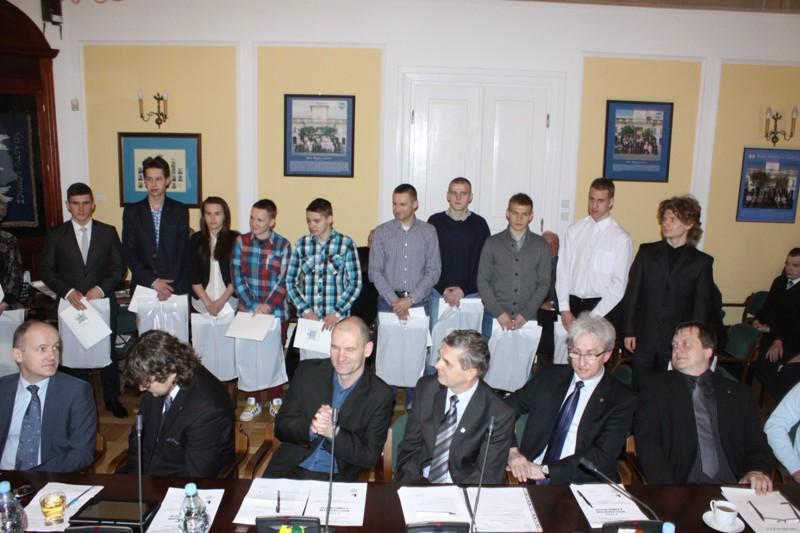 Urząd Miejski, Uroczyście uhonorowano sportowców trenerów - zdjęcie, fotografia