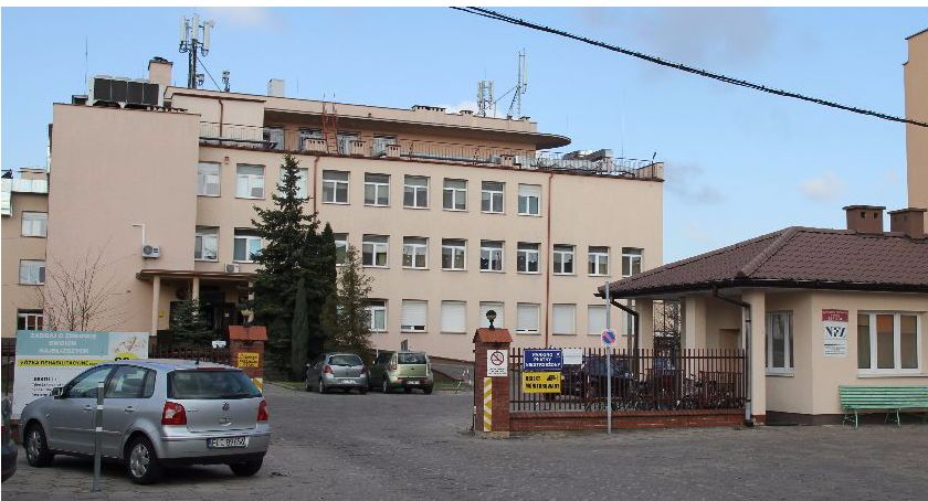 Starostwo Powiatowe, Lekarzy lekarstwo Szpitale kuszą dopłatą pensji mieszkaniem - zdjęcie, fotografia