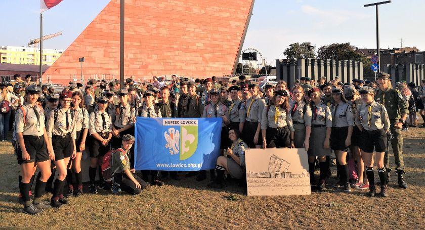 Uroczystości patriotyczne, Łowiccy harcerze uczestniczyli uroczystościach rocznicy wybuchu wojny światowej Westerplatte - zdjęcie, fotografia
