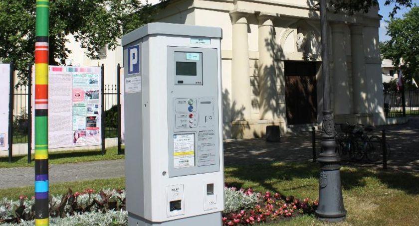 Urząd Miejski, Łowicz szykują zmiany strefie płatnego parkowania - zdjęcie, fotografia