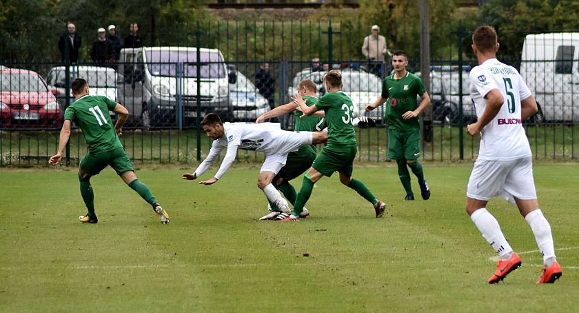 Piłka nożna, Pechowa porażka Pelikana przegranej zadecydował minucie (ZDJĘCIA) - zdjęcie, fotografia