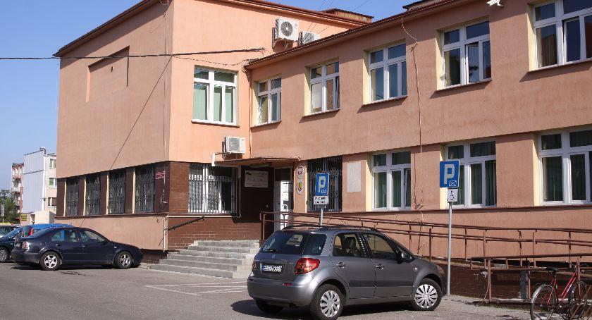 Starostwo Powiatowe, Łowiczu powstaną miejsca parkingowe kobiet ciąży - zdjęcie, fotografia