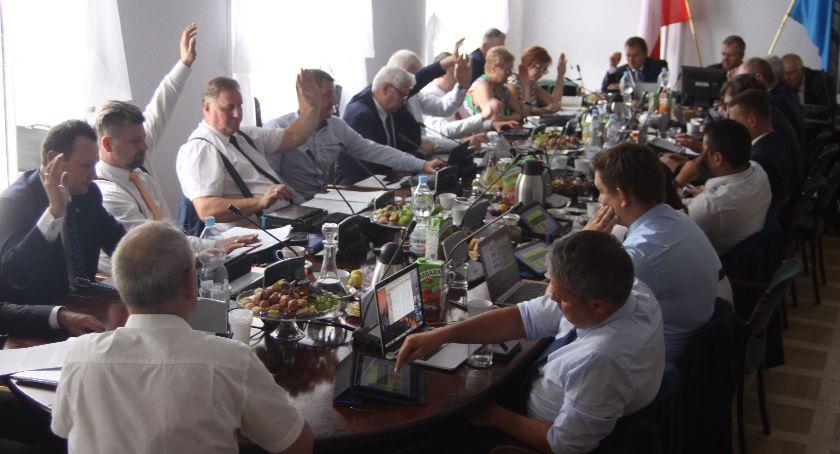 Urząd Miejski, Miasto Łowicz zaciągnie kredyt ponad - zdjęcie, fotografia