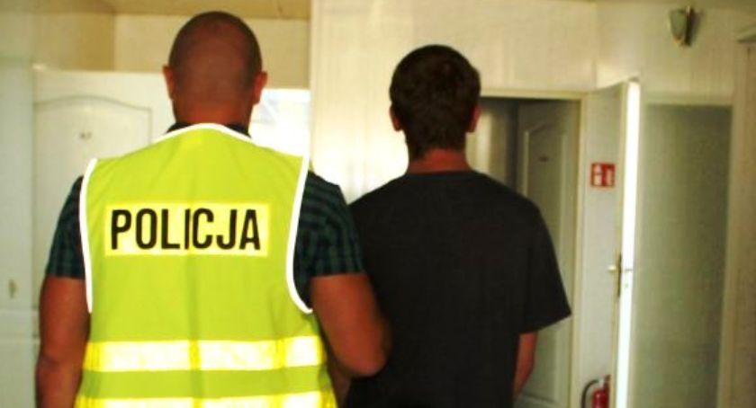Kronika policyjna, Dwóch młodych mieszkańców Łowicza odpowie kradzieże sklepowe - zdjęcie, fotografia