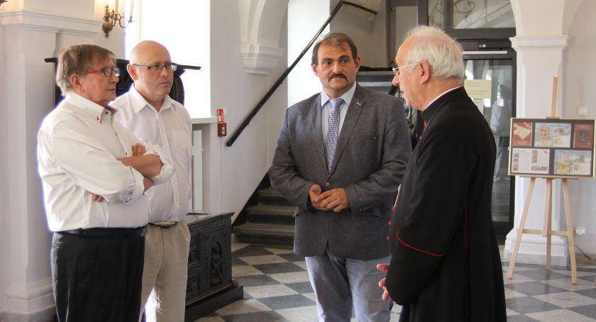 Wystawy, Łowicz jednodniowa wystawa miłośników filatelistyki (ZDJĘCIA) - zdjęcie, fotografia