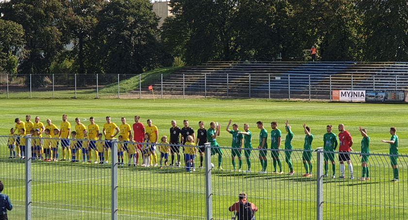 Piłka nożna, Pelikan zawiódł Skierniewicach - zdjęcie, fotografia