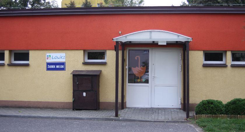 Urząd Miejski, łowickie przedszkola żłobek lupą komisji rewizyjnej Radni sprawdzili warunki lokalowe - zdjęcie, fotografia