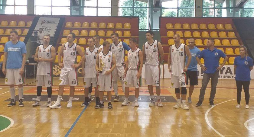 Koszykówka, Księżak Łowicz drugim miejscu turnieju koszykówki Lesznie - zdjęcie, fotografia