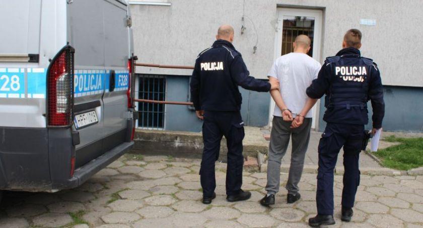 Kronika policyjna, latek powiatu łowickiego trzymał strychu narkotyki Mężczyzna usłyszał zarzuty - zdjęcie, fotografia