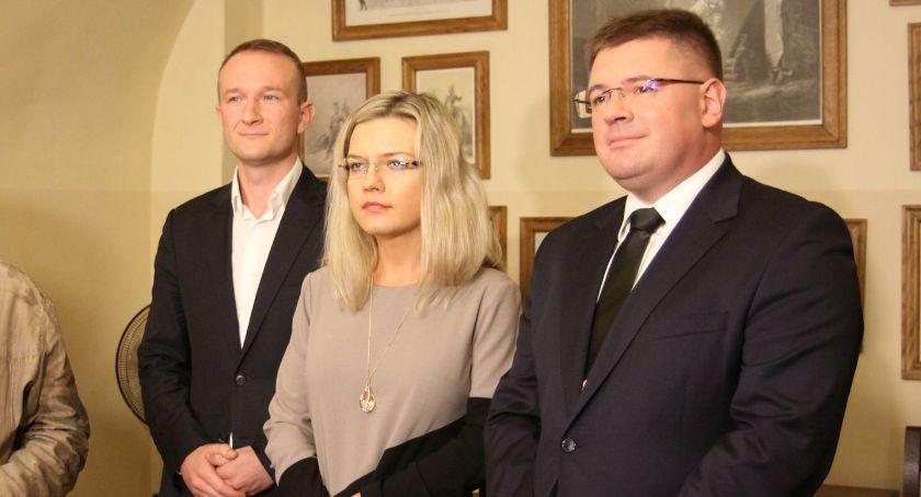 Wybory do parlamentu 2019, Łowicz konferencja prasowa Małgorzaty Wassermann Tomasza Rzymkowskiego - zdjęcie, fotografia