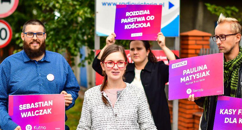 Wasze sprawy, Konferencja prasowa Pauliny Matysiak przed siedzibą Radia Victoria - zdjęcie, fotografia