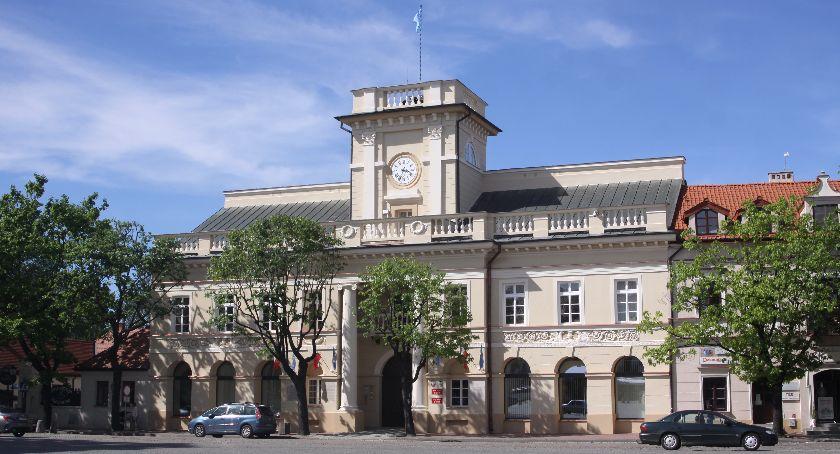 Urząd Miejski, żłobek Łowiczu Burmistrz wskazał cztery możliwe lokalizacje - zdjęcie, fotografia