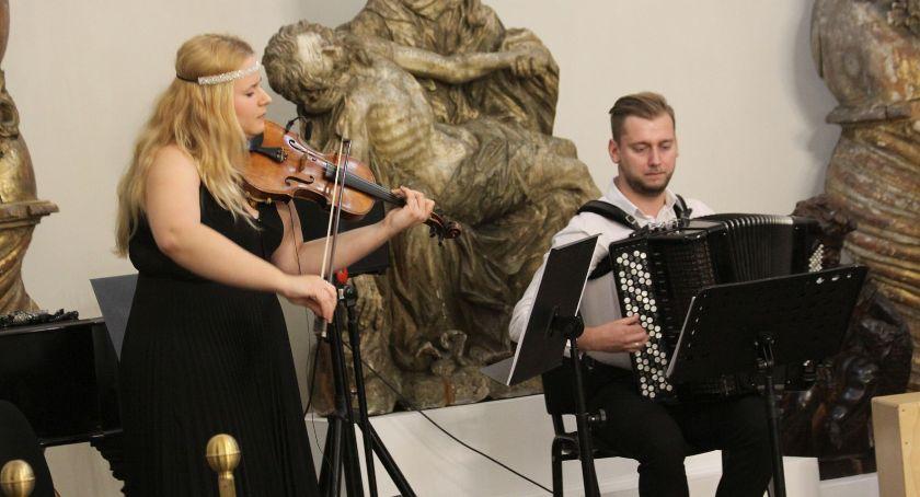 """Koncerty, Koncert """"Pod niebem Paryża"""" Łowiczu (ZDJĘCIA VIDEO) - zdjęcie, fotografia"""