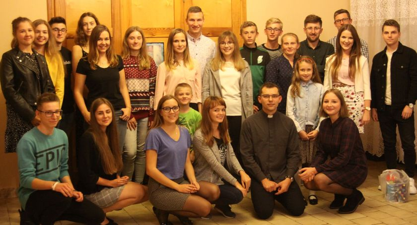 Kościół, Spotkanie pielgrzymów grupy zielonej - zdjęcie, fotografia