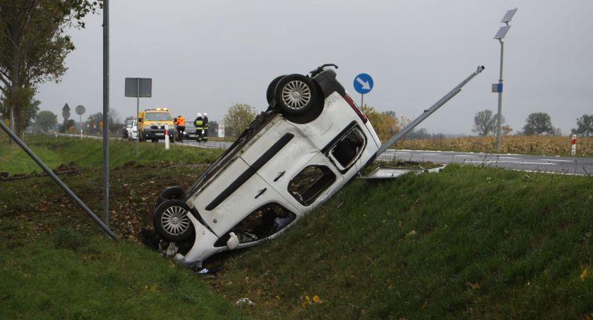 Wypadki i kolizje, Śmiertelny wypadek drodze krajowej między Łowiczem Kutnem - zdjęcie, fotografia