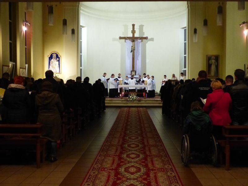 Kościół, Klerycy zaśpiewali Akatyst - zdjęcie, fotografia