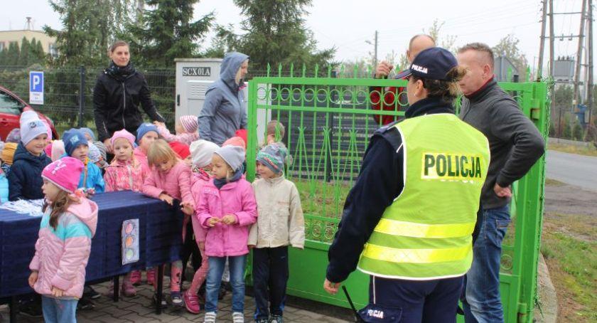 Kronika policyjna, Bezpieczna droga szkoły Niedźwiadzie - zdjęcie, fotografia