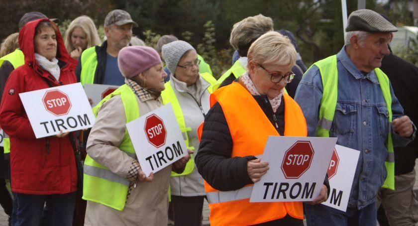 Wasze sprawy, Mieszkańcy blokują drogę krajową Łowiczu Protestują przeciwko tirom (ZDJĘCIA VIDEO) - zdjęcie, fotografia