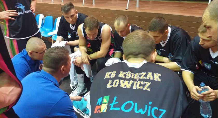 Koszykówka, Znowu wielkie emocje meczu Księżaka Łowiczanie odrobili dużą stratę zdołali wygrać Słupsku - zdjęcie, fotografia