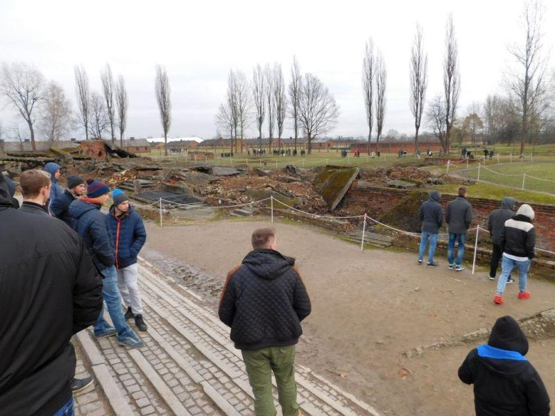 Edukacja, Młodzież Podrzecznej odwiedziła największe cmentarzysko świata - zdjęcie, fotografia