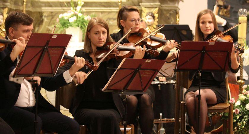 Koncerty, Koncert Łowickiej Orkiestry Kameralnej bazylice katedralnej Łowiczu (DUŻO ZDJĘĆ VIDEO) - zdjęcie, fotografia