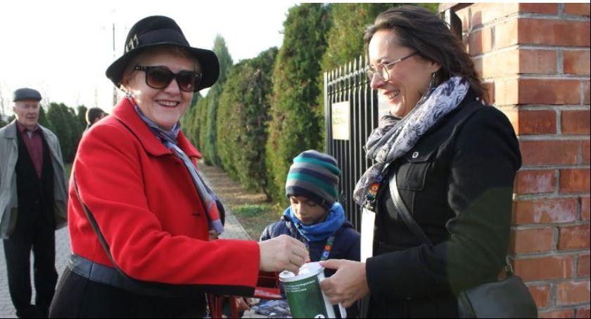 Stowarzyszenia, szuka kwestarzy Pomóż ratowaniu zabytkowych nagrobków Łowiczu - zdjęcie, fotografia