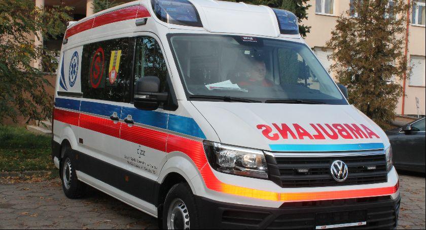 Szpital i opieka społeczna, Łowicz Szpital zyskał nową karetkę - zdjęcie, fotografia