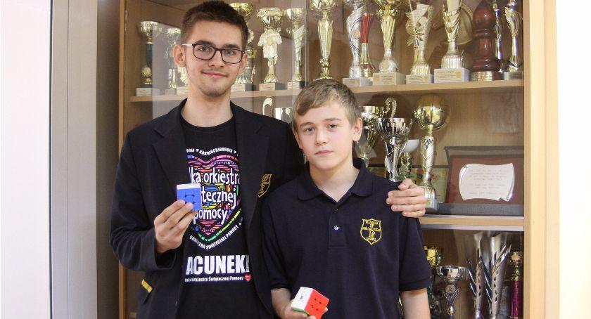 Edukacja, Uczniowie Pijarskiej wiedzą szybko ułożyć kostkę Rubika - zdjęcie, fotografia