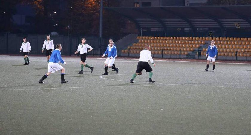 Piłka nożna, Łowicz przegrał własnym boisku Kutna - zdjęcie, fotografia
