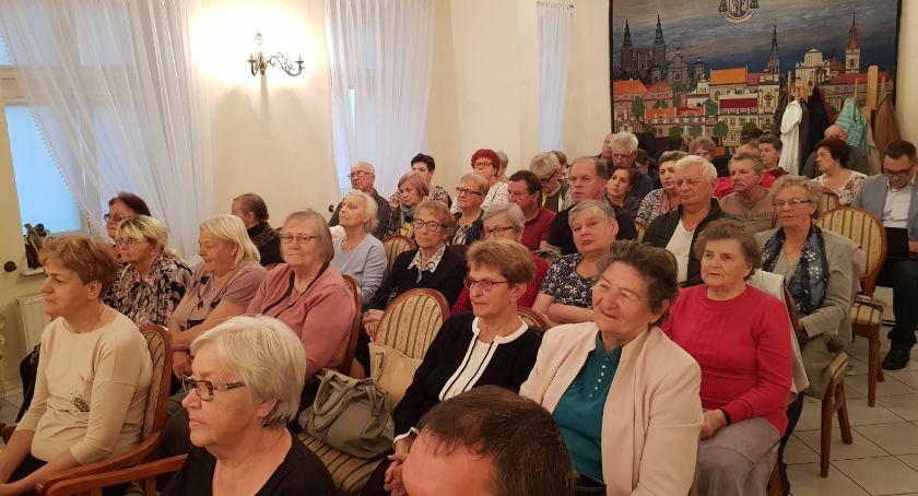 Stowarzyszenia, Zebrania mieszkańców Miasto - zdjęcie, fotografia