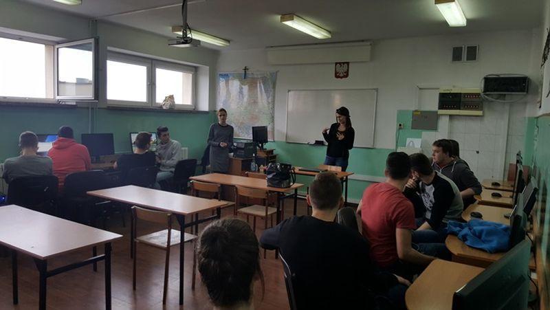 Edukacja, Logistycy uczą najlepszych platforma TransEdu Blichu - zdjęcie, fotografia
