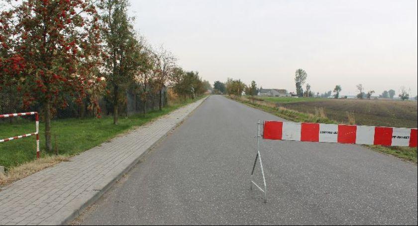 Gospodarka, Trwają remonty drogach powiatu łowickiego Gdzie można spodziewać utrudnień - zdjęcie, fotografia