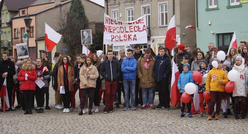 Uroczystości patriotyczne, Łowicz niepodległościowy przemarsz uczniów Pijarskiej (ZDJĘCIA VIDEO) - zdjęcie, fotografia