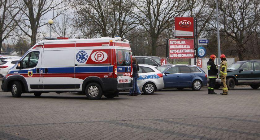 Wypadki i kolizje, Zderzenie czterech pojazdów drodze krajowej Łowiczu - zdjęcie, fotografia